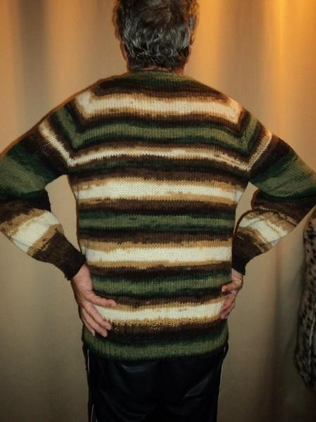 свитер из пряжи секционного крашения крючком