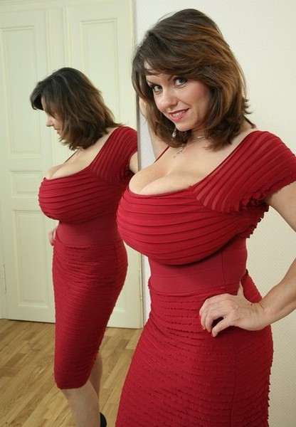 Тетка с огромным бюстом