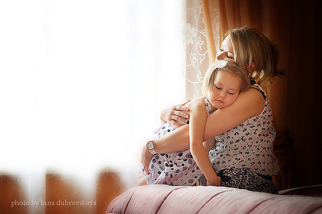 Видеть во сне больную, немощную мать - к разладу в семейных отношениях.
